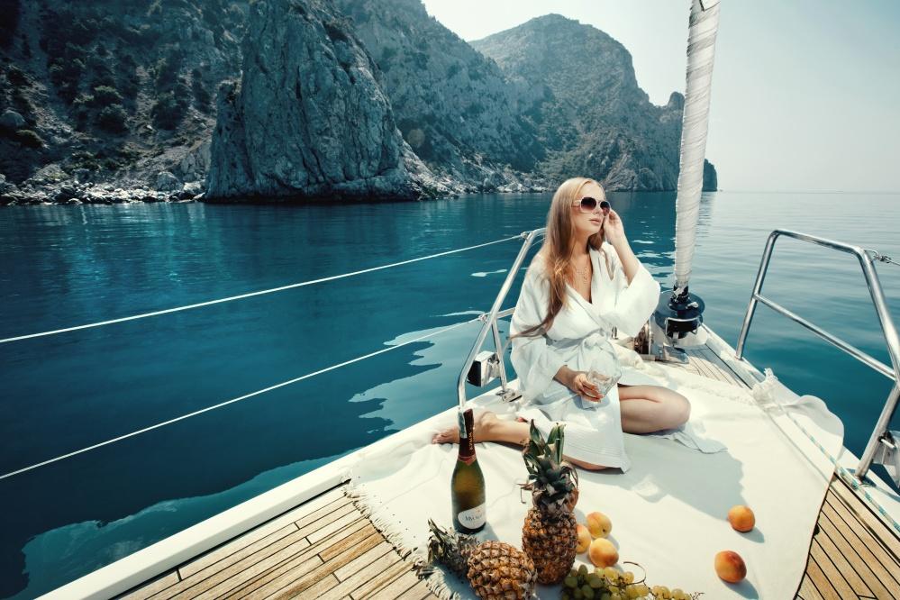 Model-lifestyle-luxury.jpeg